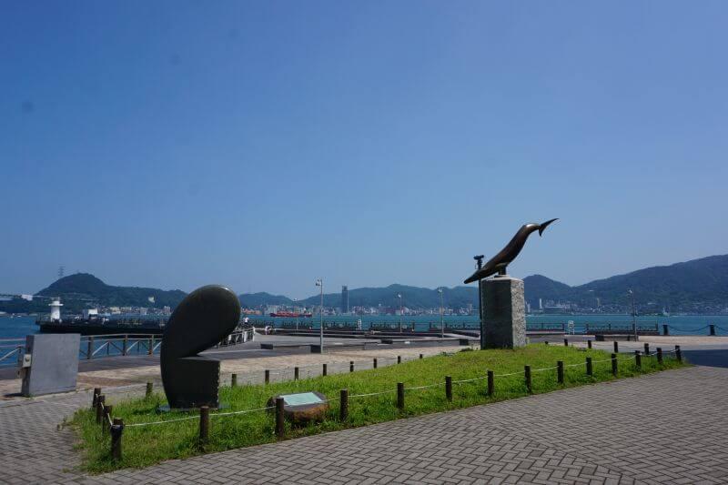 海響館外的雕像