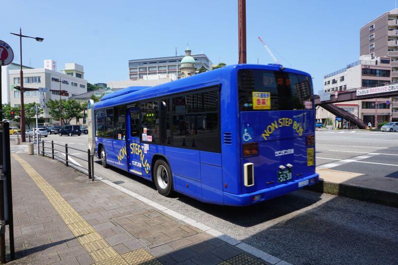 剛離開唐戶站的巴士