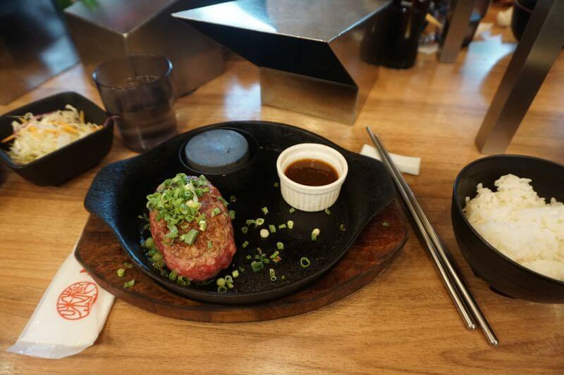 鐵板燒的漢堡排1