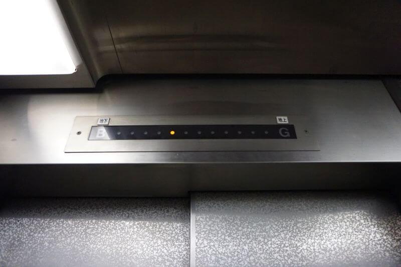 關門隧道人行道搭電梯