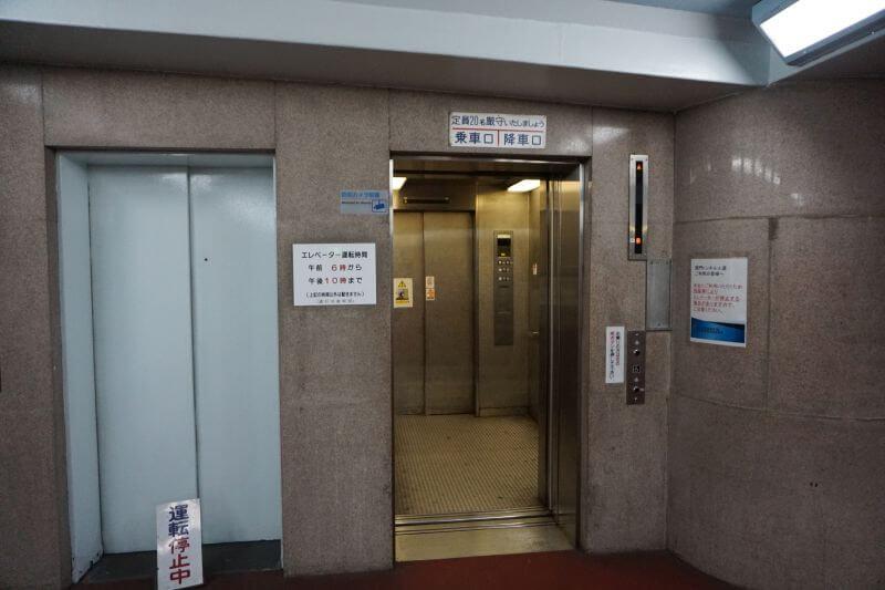 關門隧道人行道出電梯