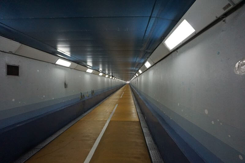 關門隧道人行道往下關側
