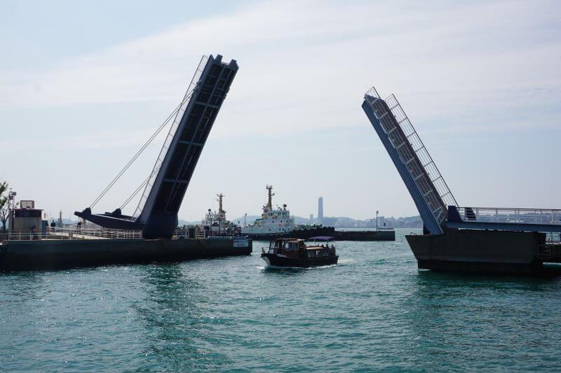 西海岸可動橋開橋通過船隻