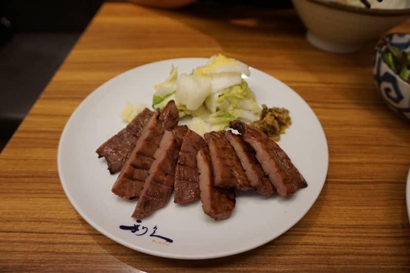 仔牛の牛たん定食(小牛牛舌定食)