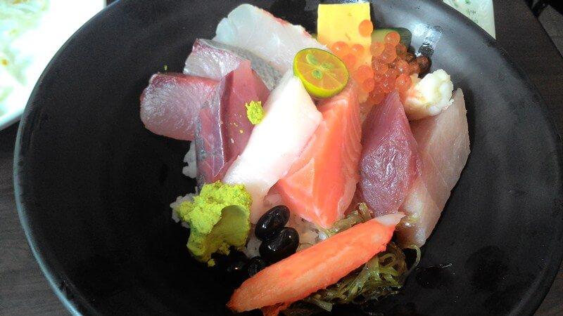 三多屋的生魚片蓋飯